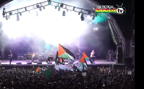 Matisyahu on stage Rototom Sunsplash Palestinian Flags
