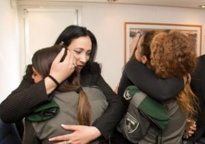 http://www.timesofisrael.com/widow-embraces-cops-who-accidentally-killed-her-husband/
