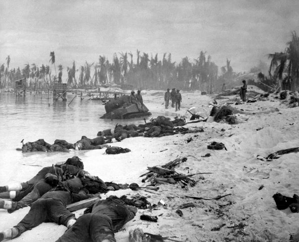 https://en.wikipedia.org/wiki/Battle_of_Tarawa#/media/File:Tarawa_beach_HD-SN-99-03001.JPEG
