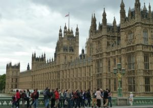 https://commons.wikimedia.org/wiki/File:A_Parlament_k%C3%B6zelr%C5%91l_(A_closeup_of_the_Parliament)_-_panoramio.jpg