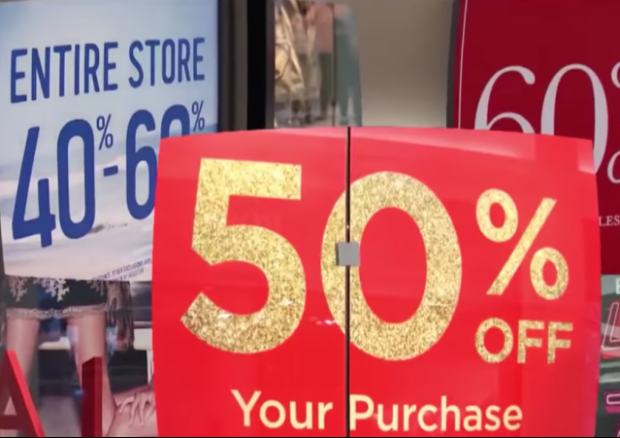Spending Record Broken by Holiday Shoppers