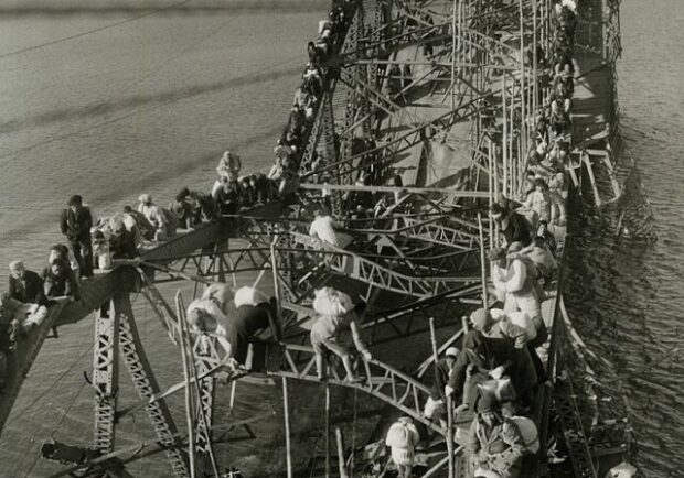 Public Domain https://commons.wikimedia.org/wiki/File:Flight_of_Refugees_Across_Wrecked_Bridge_in_Korea.jpg